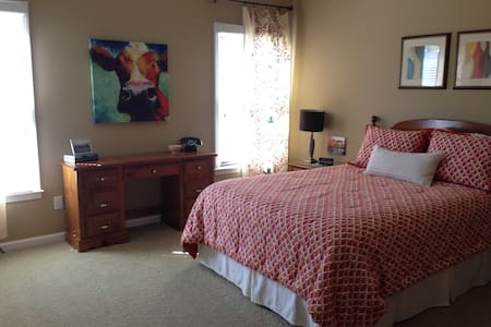 Spacious Room in Gated Neighborhood - Memphis - Hus