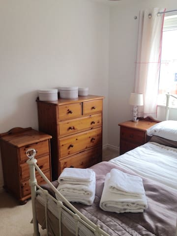 Cute Room with Private Bathroom - Upton - Talo