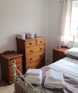Cute Room with Private Bathroom - Upton