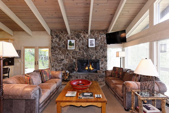 100' to Slopes! Roomy Snowmass Home with Hot Tub