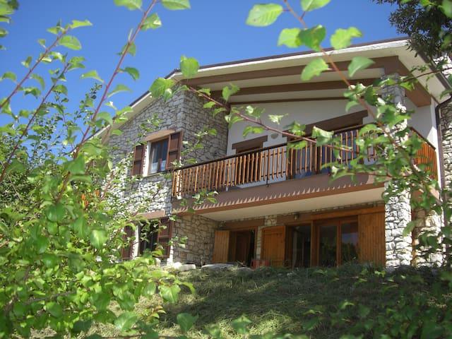 Delizioso appartamento in villetta stile Baita - Spello - Willa