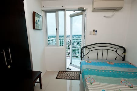 37F Furnished 1BR w/ Balcony & Wifi - Quezon City - Appartement