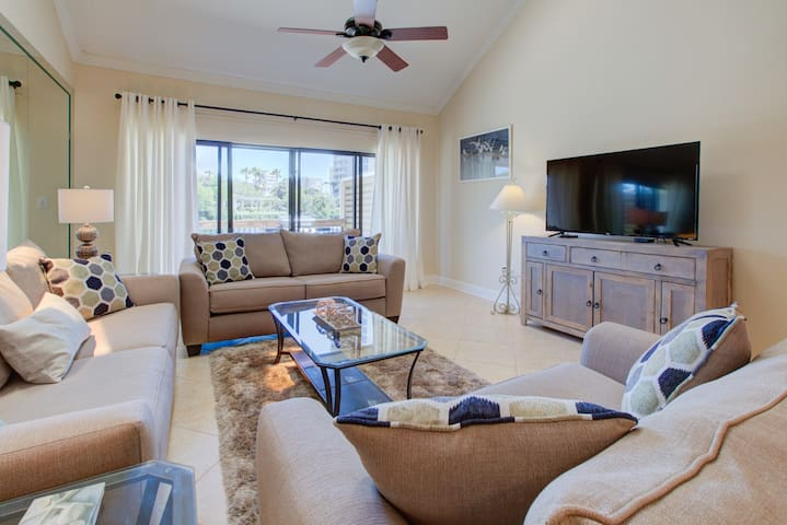 20-25% OFF for 2019!Magnificent Home - Spectacular Views - TWO Golf Carts