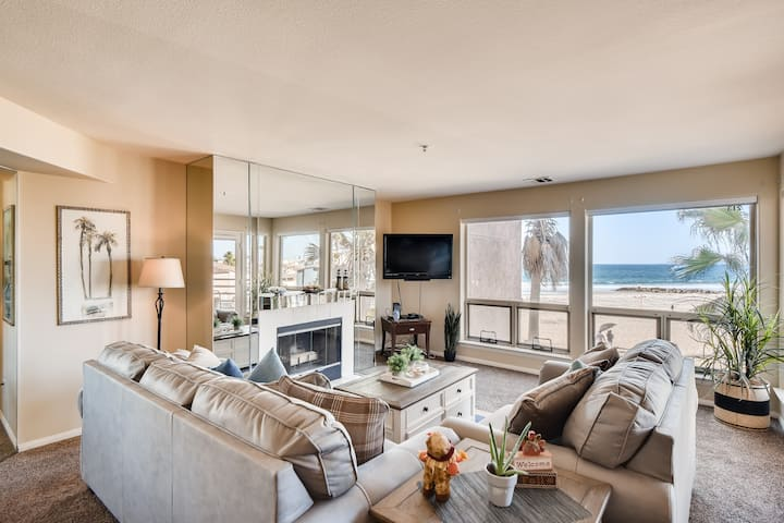 New Listing 2 Bedroom/2 Bathroom Oceanview