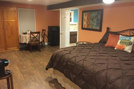 Payne Jailhouse Bed and Breakfast, Caribbean Room - Excelsior Springs - Aamiaismajoitus