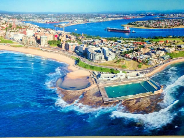 Beach, harbour & city at the front door! - Newcastle