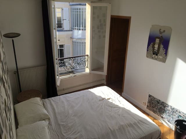 Lovely apartment in the beating heart of Paris!