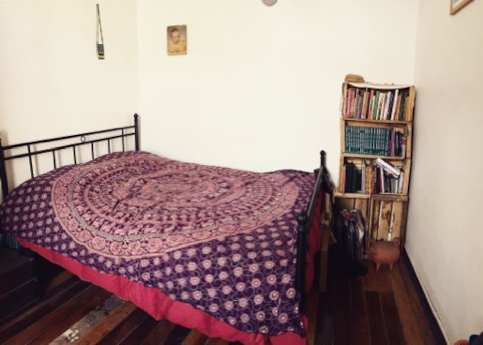 pieza privada con cama para dos personas