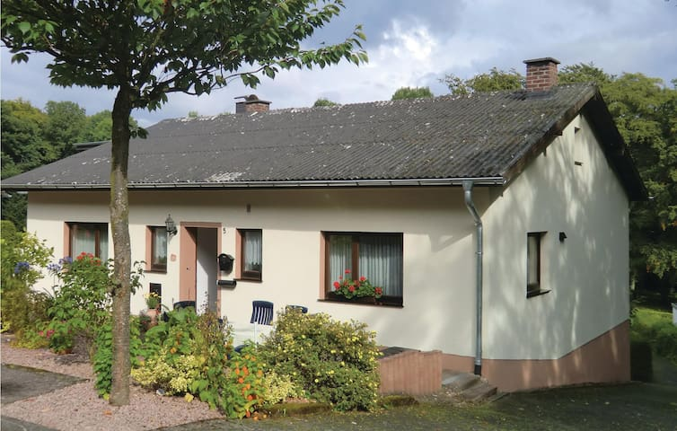 Holiday cottage with 3 bedrooms on 100 m² in Feusdorf
