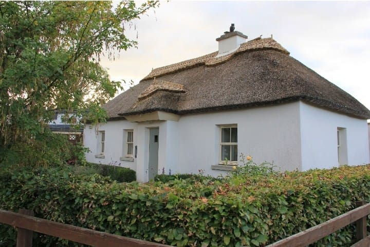Gardeners Thatched Cottage Bedroom No. 1