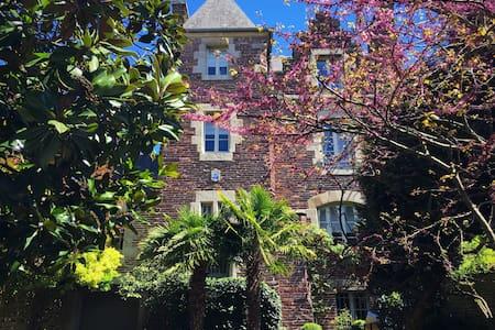 Hotel particulier 4 Castel Jolly H - Rennes - House