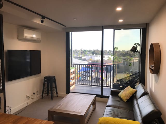 Essendon 2 Bedroom apartment - fully furnished - Essendon North - Flat