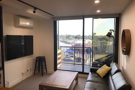 Essendon 2 Bedroom apartment - fully furnished - Essendon North