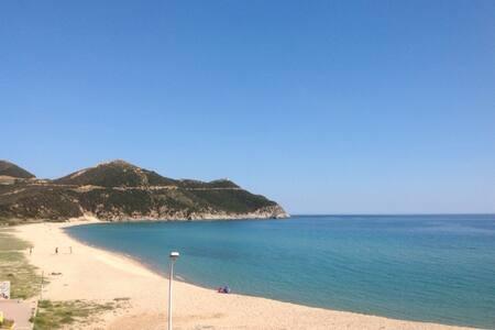 REALLY ON THE BEACH! - Solanas