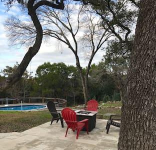 Fun Lake Travis Home with Austin Vibe and pool! - オースティン