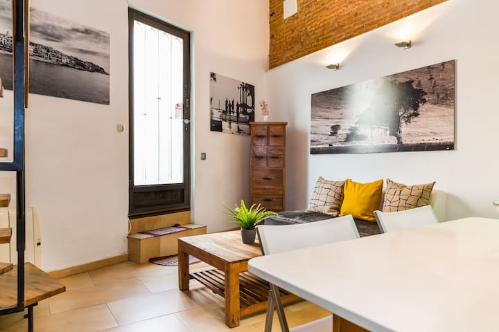 Beach Stylish Loft-5 minute walk to the beach