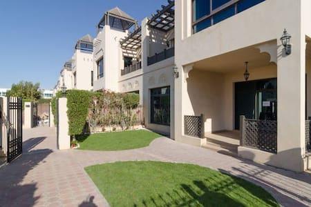 Superior City Chalet in Jumeirah - Dubai - Villa