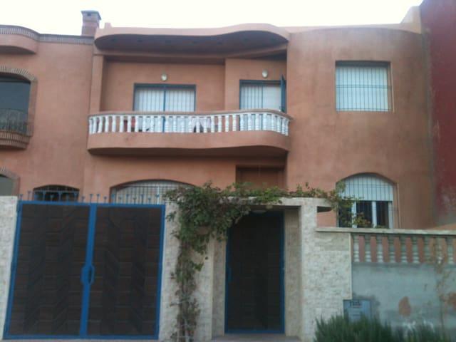 Dari - Agadir Ida Ou Tanan - บ้าน