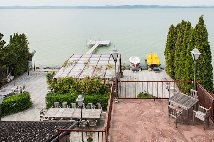 FULL GUESTHOUSE,WATERFRONT,PANORAMA - Balatonszárszó - Casa