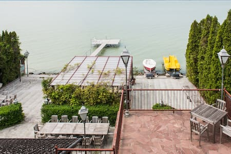 FULL GUESTHOUSE,WATERFRONT,PANORAMA - Balatonszárszó - House