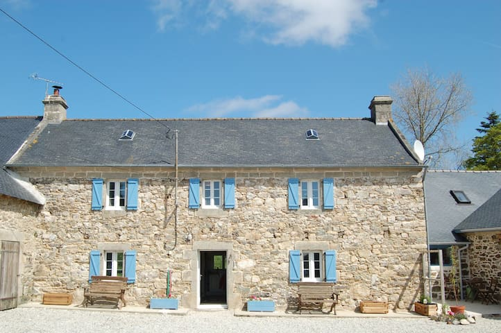 Corentin Cottages - Plomodiern - Casa