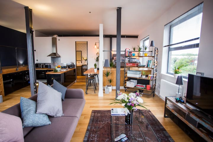 Stylish & Relaxing Loft Overlooking The River+Prk