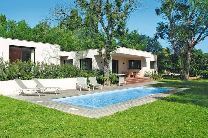 Design house facing St Tropez