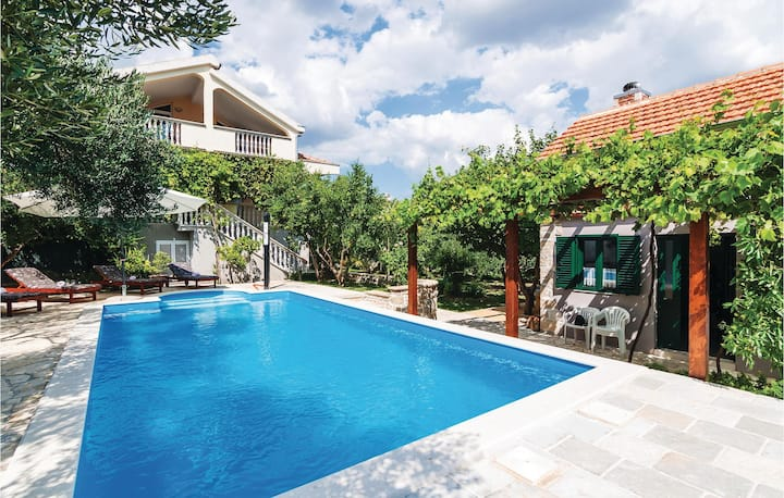 Awesome home in Lisane Ostrovicke with WiFi and 5 Bedrooms