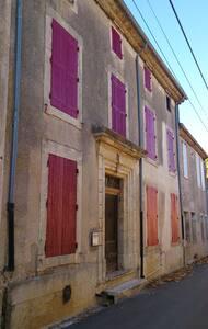 Maison 3 chambre rénovée avec patio - Rumah