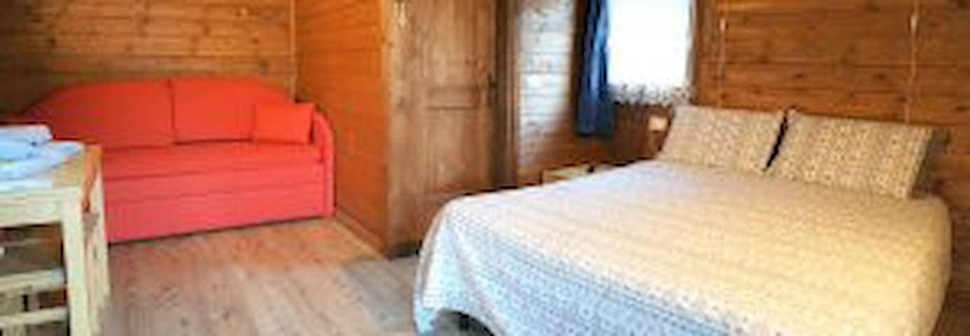 Lavender Room - private bathroom ideal for couples and families, mountain v