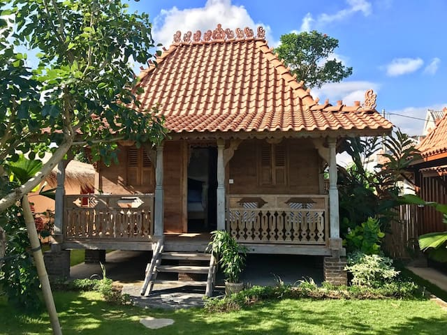 Charming Bungalow,   Quiet Area 5mn to Canggu