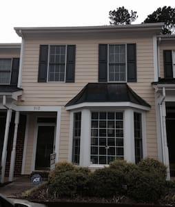 Gorgeous Townhome Close to RTP