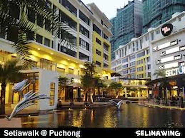 Designer Suite in a Happening Place - Puchong - Apartment