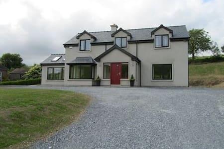 Modern spacious comfortable home - Innishannon - Casa