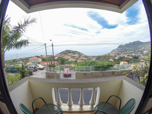 Comfy spot, Atlantic view! - Câmara De Lobos - House