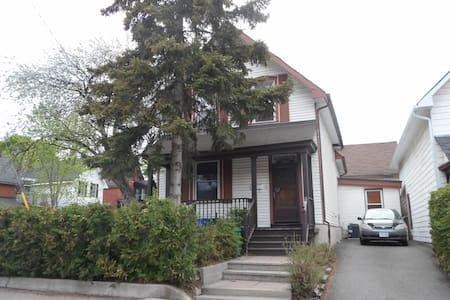 Spacious 2 Bedroom Centretown clean apartment - Ottawa