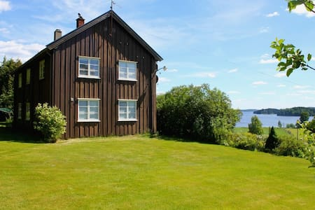 Spacious house with lake view - Ørje
