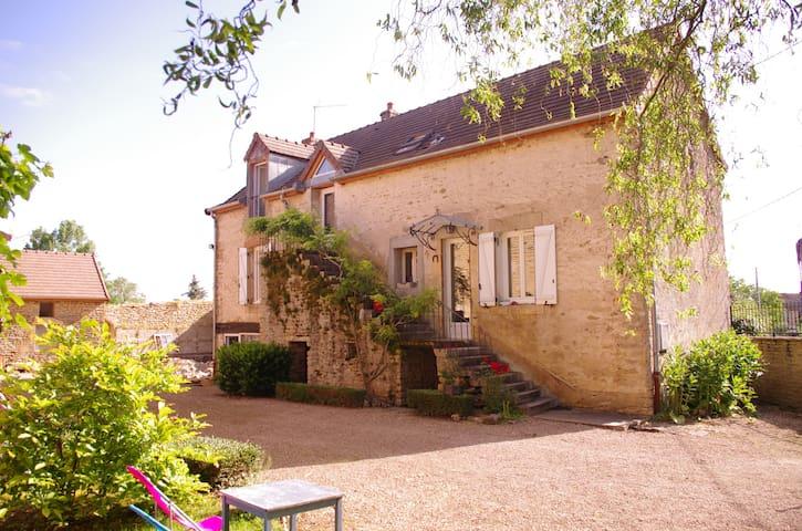 Maison de 1738 où est né le père du peintre Jean Baptiste Corot