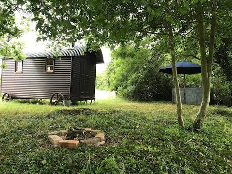 The Shepherds Hut- Walnut Tree Farm