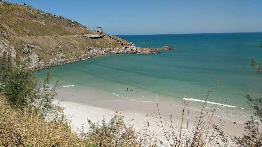 "Praia Grande (10 min de caminhada 800m) - The beach ""Praia Grande"" (10 min walking 800 meters)"