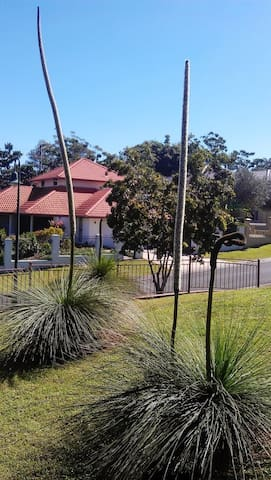 A roomy house in a central location - Carindale - Huis