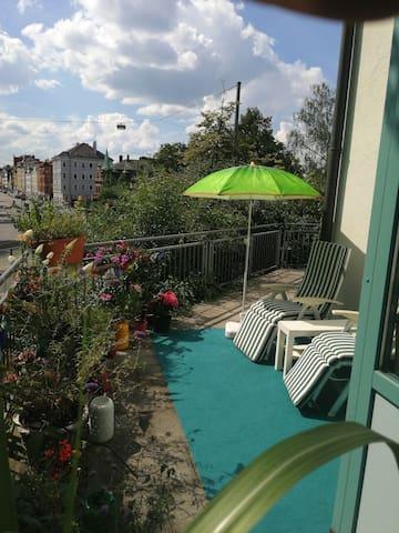 Augsburg Gemütlichkeit mit großer Terrasse