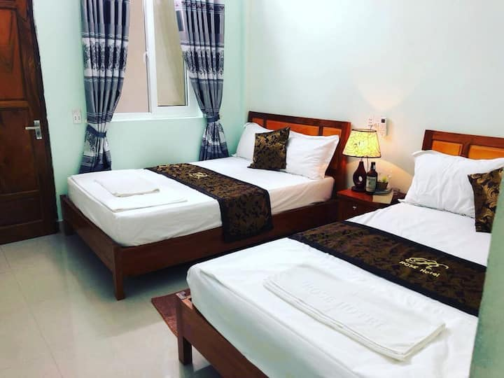 Double Room with Private Bathroom-Rose