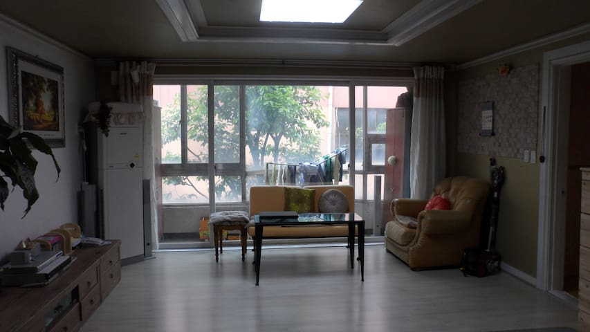 Looking for English teacher(f)-for 9 years old. - Gangseo-gu - Apartment