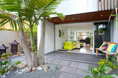 Boutique townhouse in grt location - Noosa Heads