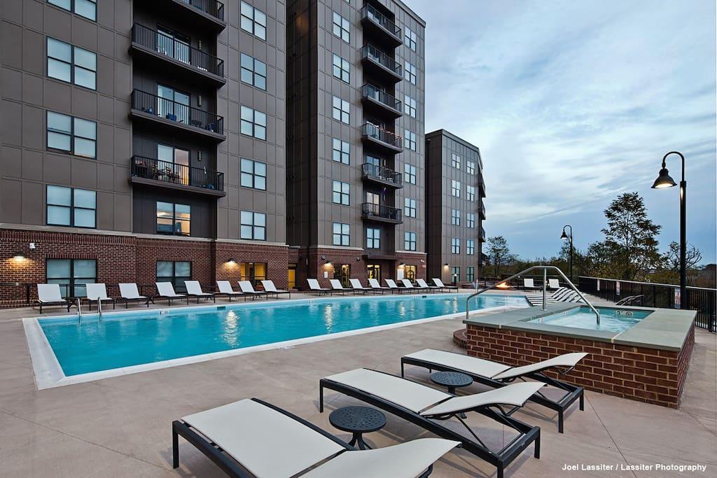 Hot rub & Pool access