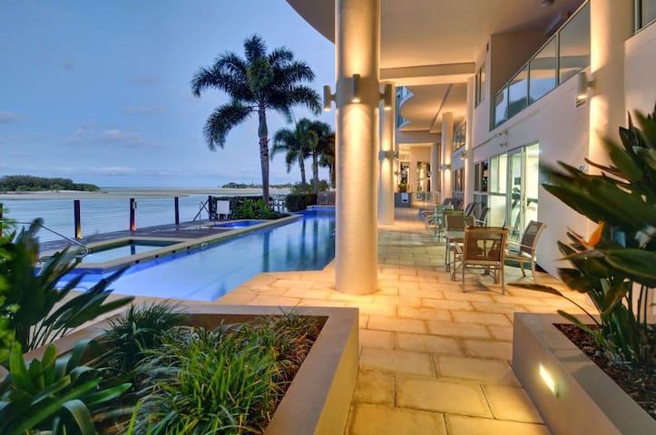Luxury 3 Bedroom Apartment - Maroochydore - Huoneisto