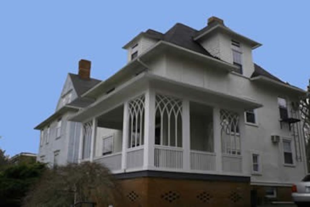 L-shaped front porch with open air seating