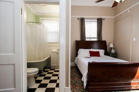 Cajun Hostel Downtown Master Room - House