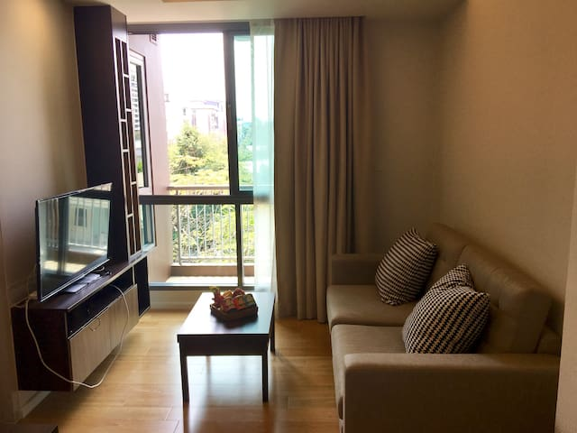 Quiet yet central 1 bedroom apt on Sukumvit Soi 2